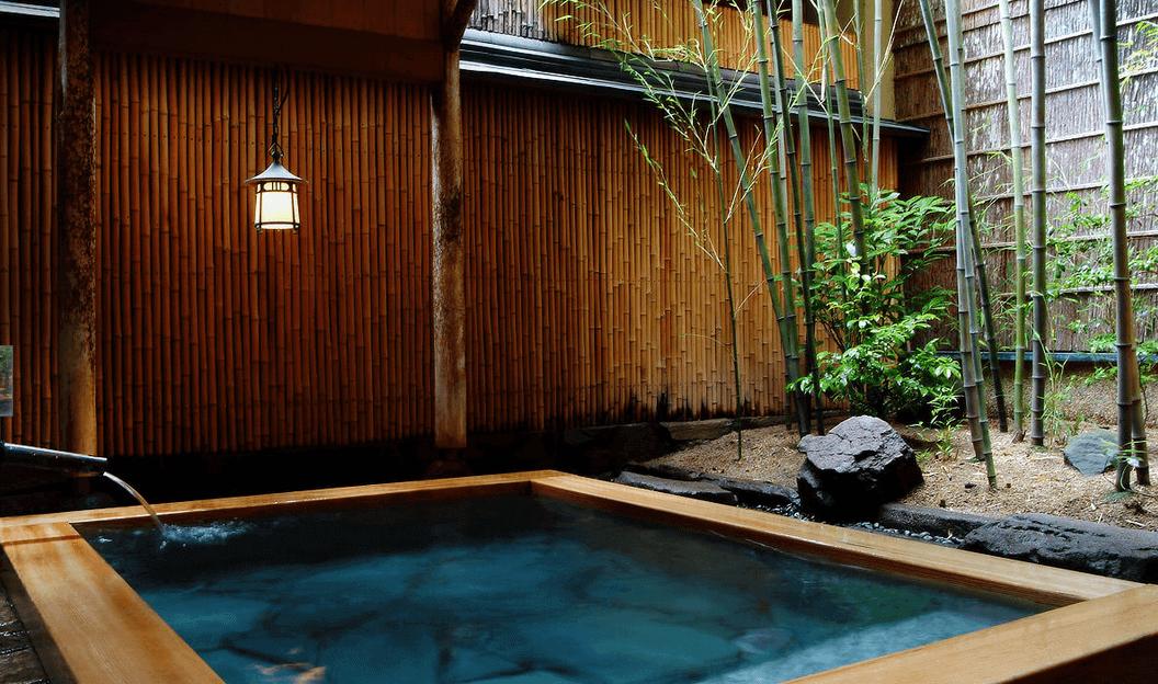The outdoor bath at Nishimuraya Honkan Ryokan, Kinosaki Onsen, Hyogo Prefecture, Japan