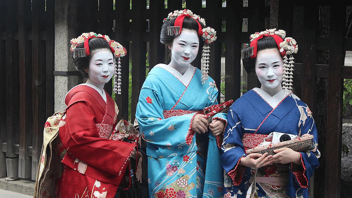 Three maiko in Gion, Kyoto, Japan