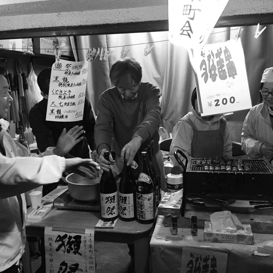 Sake seller during cherry blossom season, in Naka-Meguro, Tokyo, Japan
