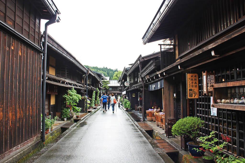 hida-takayama-streets