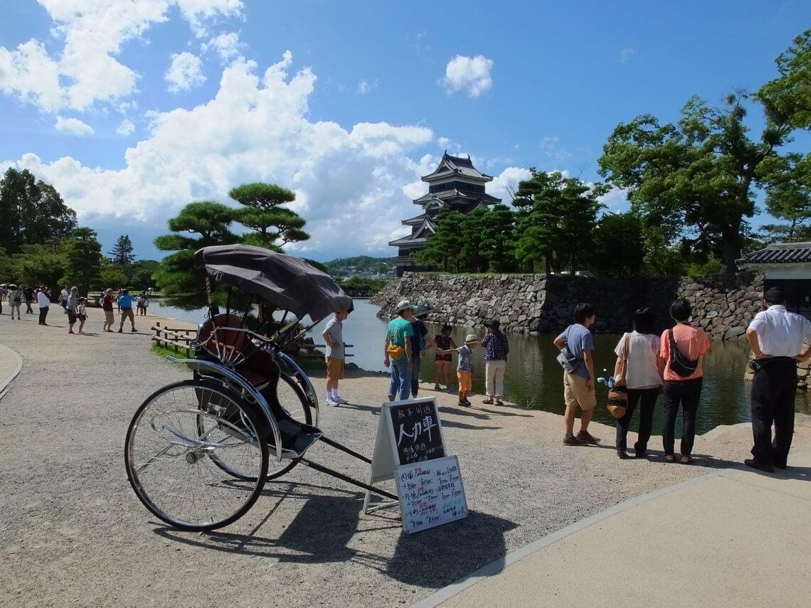 rickshaw-near-matsumoto-castle